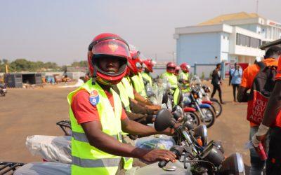 Humanitaire : La Fondation KPC fait un important don aux conducteurs de motos taxis de Kagbélen