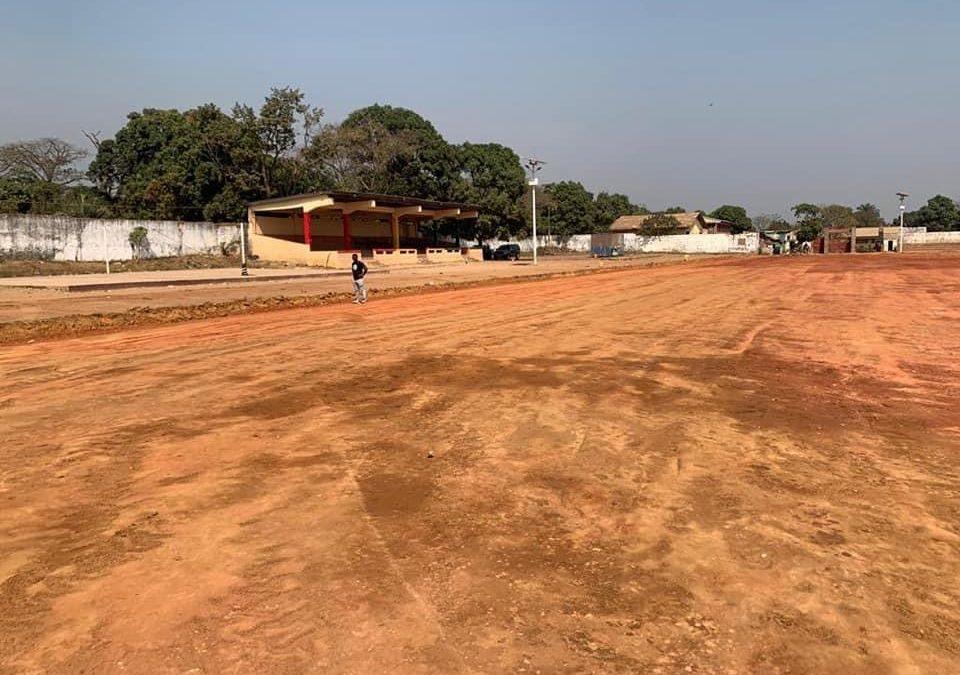 Installation des pelouses synthétiques dans les stades : La fondation KPC pour l'humanitaire, fidèle à ses engagements.